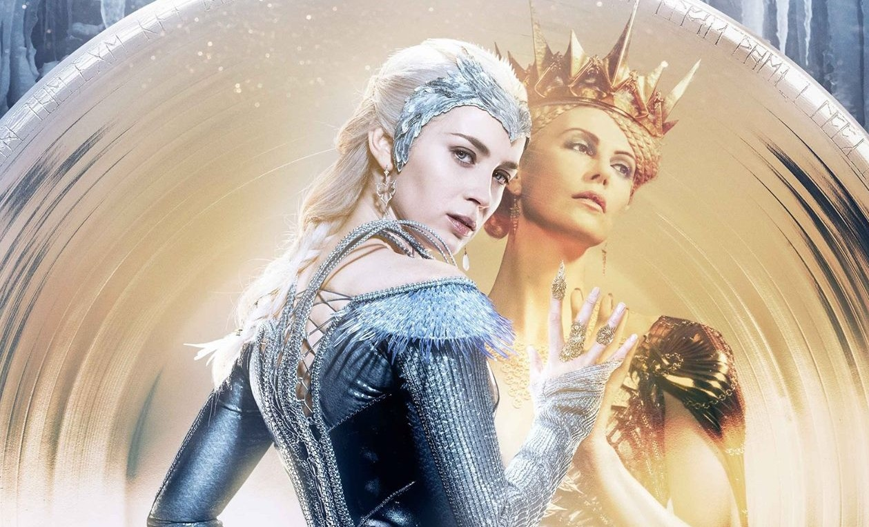 Emily Blunt as Freya and Charlize Theron as Ravenna at mirror