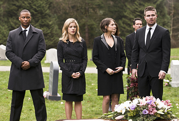 "Felicity with Team Arrow in ""Canary Cry"""