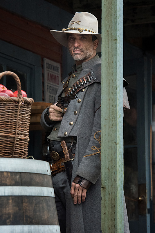 Johnathon Schaech as Jonah Hex.