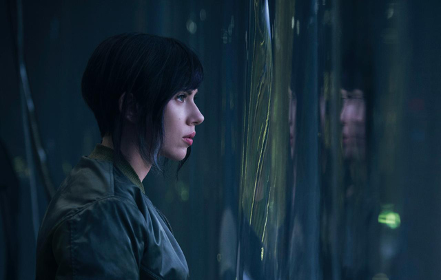 Scarlett Johansson with black hair in Ghost in the Shell