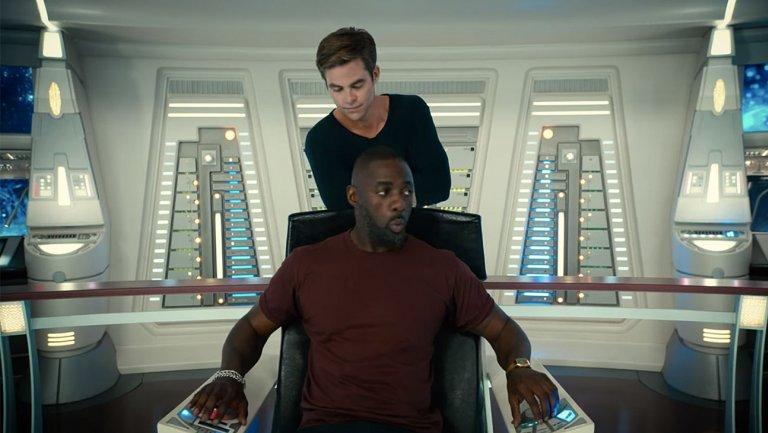 Chris Pine and Idris Elba on Enterprise deck Star Trek Beyond