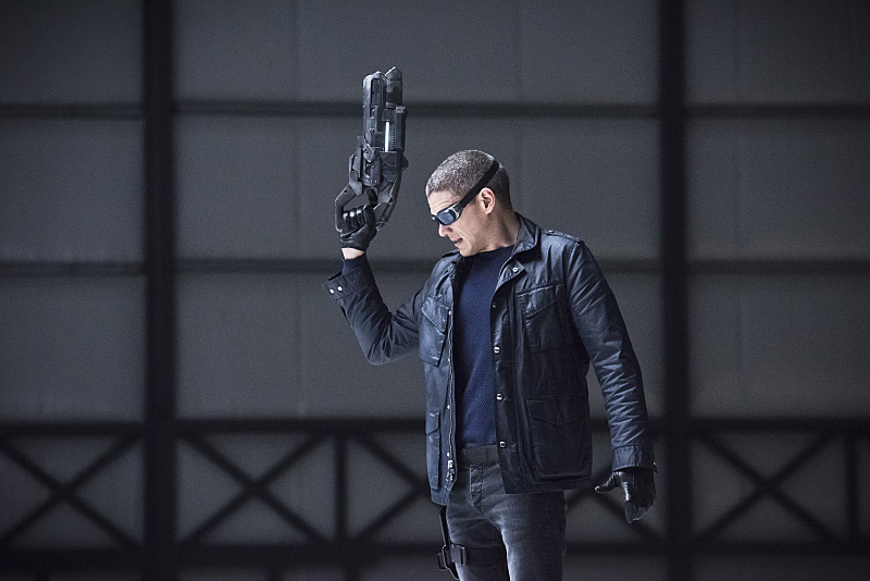 Captain Cold on Legends of Tomorrow with the Cold Gun
