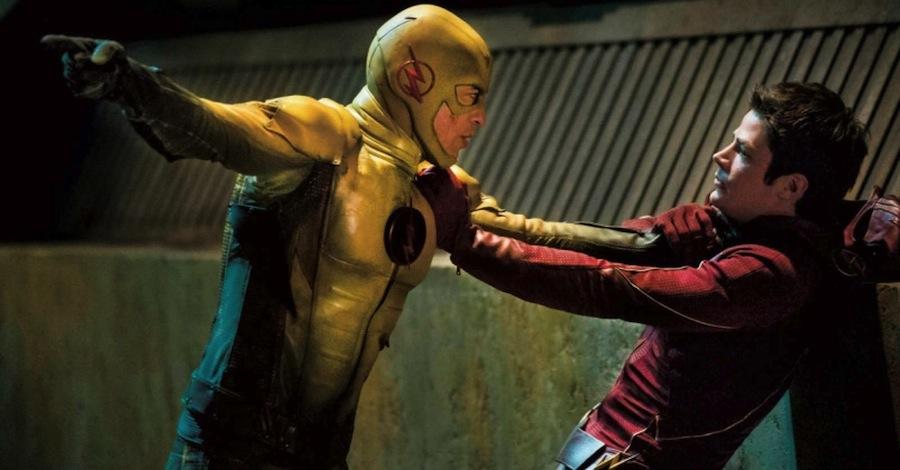 Reverse Flash fighting unmasked Flash
