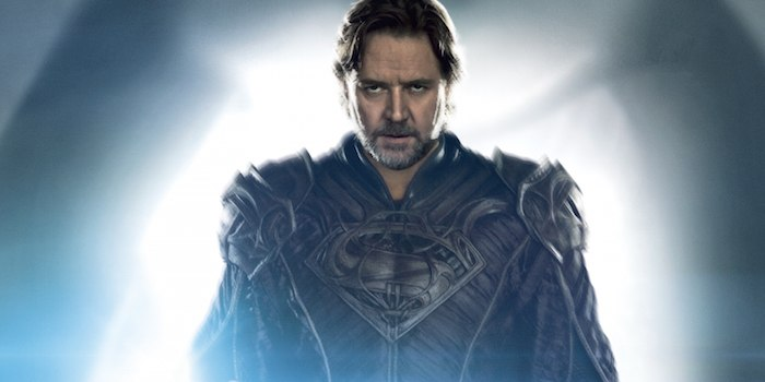 Russell Crowe as Jor-El wearing the House of El emblem in Man of Steel