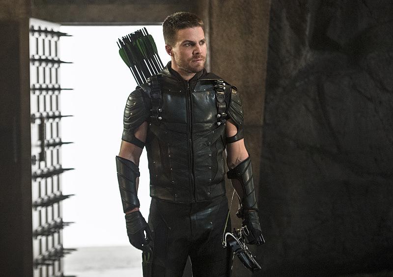 Stephen Amell Teases 'Arrow' Season 5 Premiere