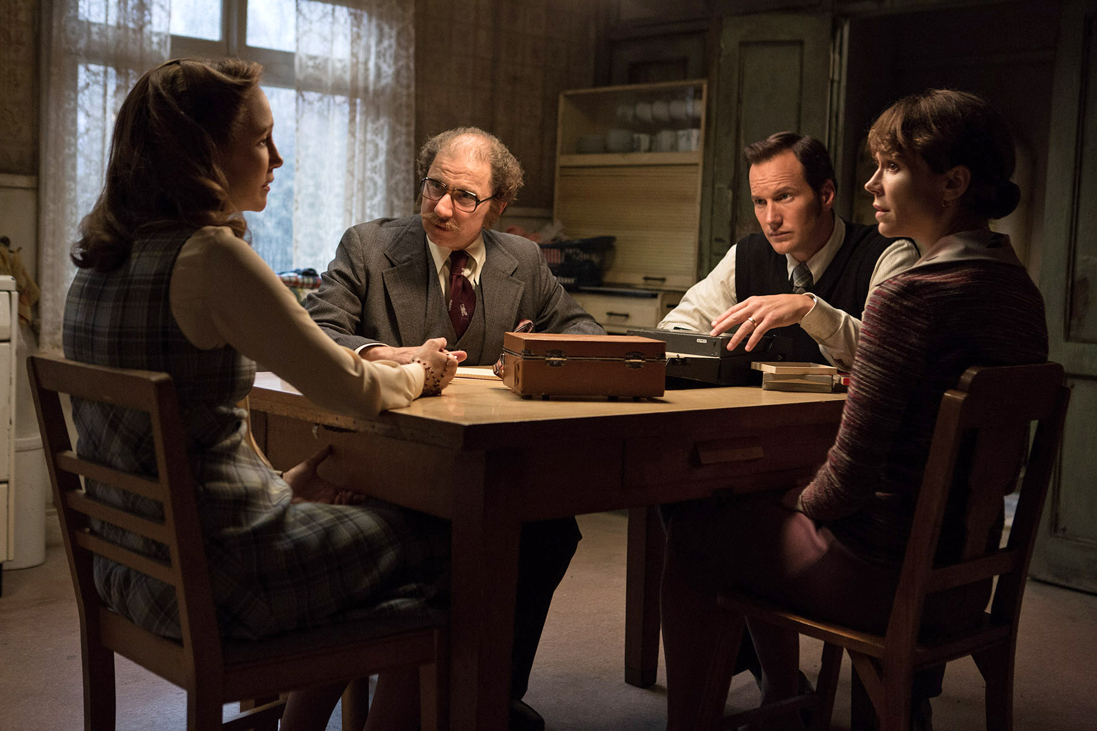 Box Office: 'Conjuring 2' Scares Off 'Warcraft'
