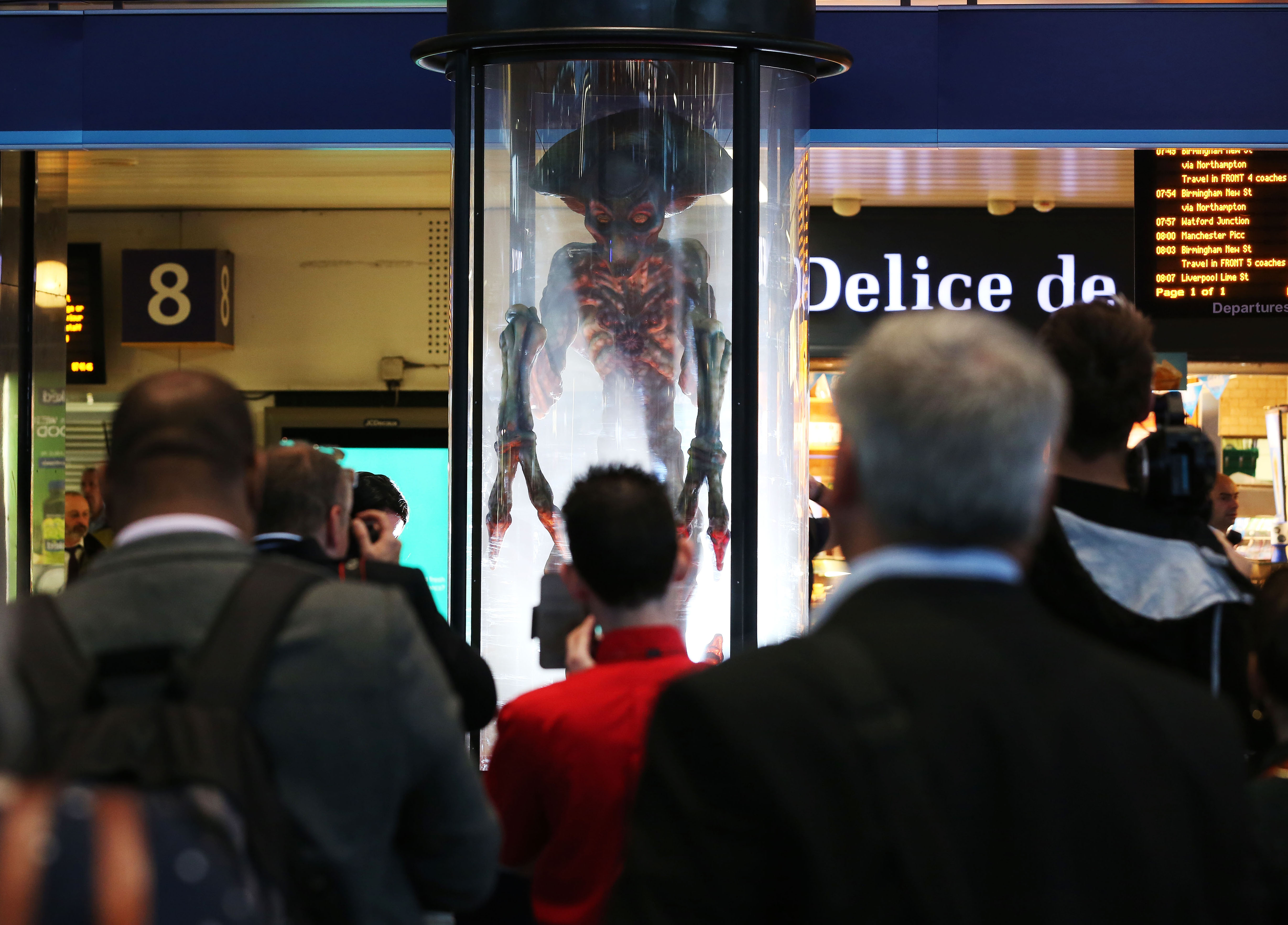 Alien at Euston Station for INDEPENDENCE DAY: RESURGENCE, London, UK, 6th June, 2016