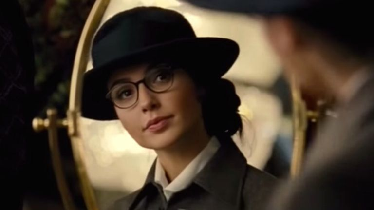 Wonder Woman gal gadot glasses disguise