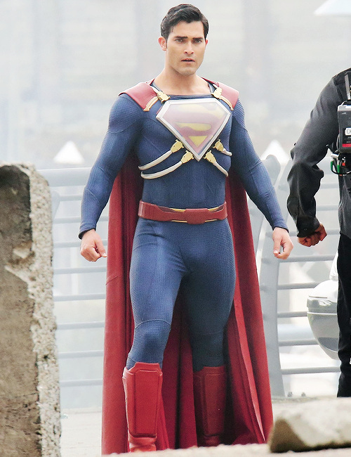 Superman on the set of 'Supergirl'