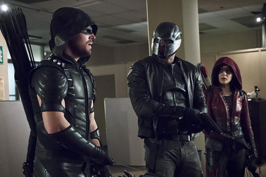 Oliver Queen Stands Tall in Great New 'Arrow' Poster