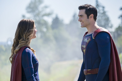 supergirl-and-superman trailer with john williams superman theme