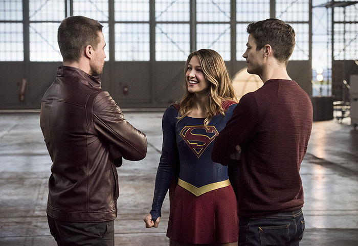 Barry Introduces Supergirl to Arrowverse Heroes in New Clip