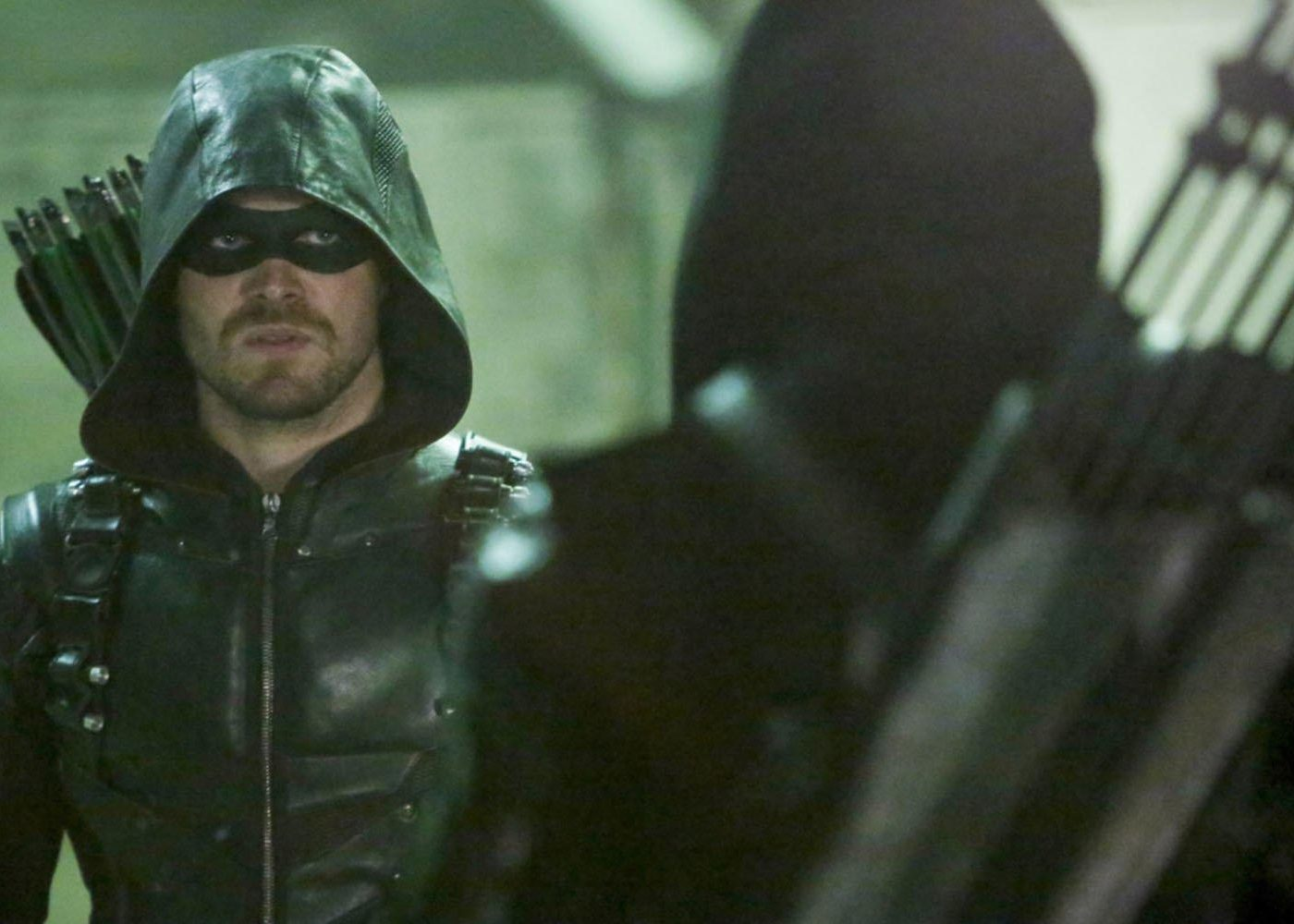 Arrow: Stephen Amell Teases Surprise Cameo in Season 5 Finale