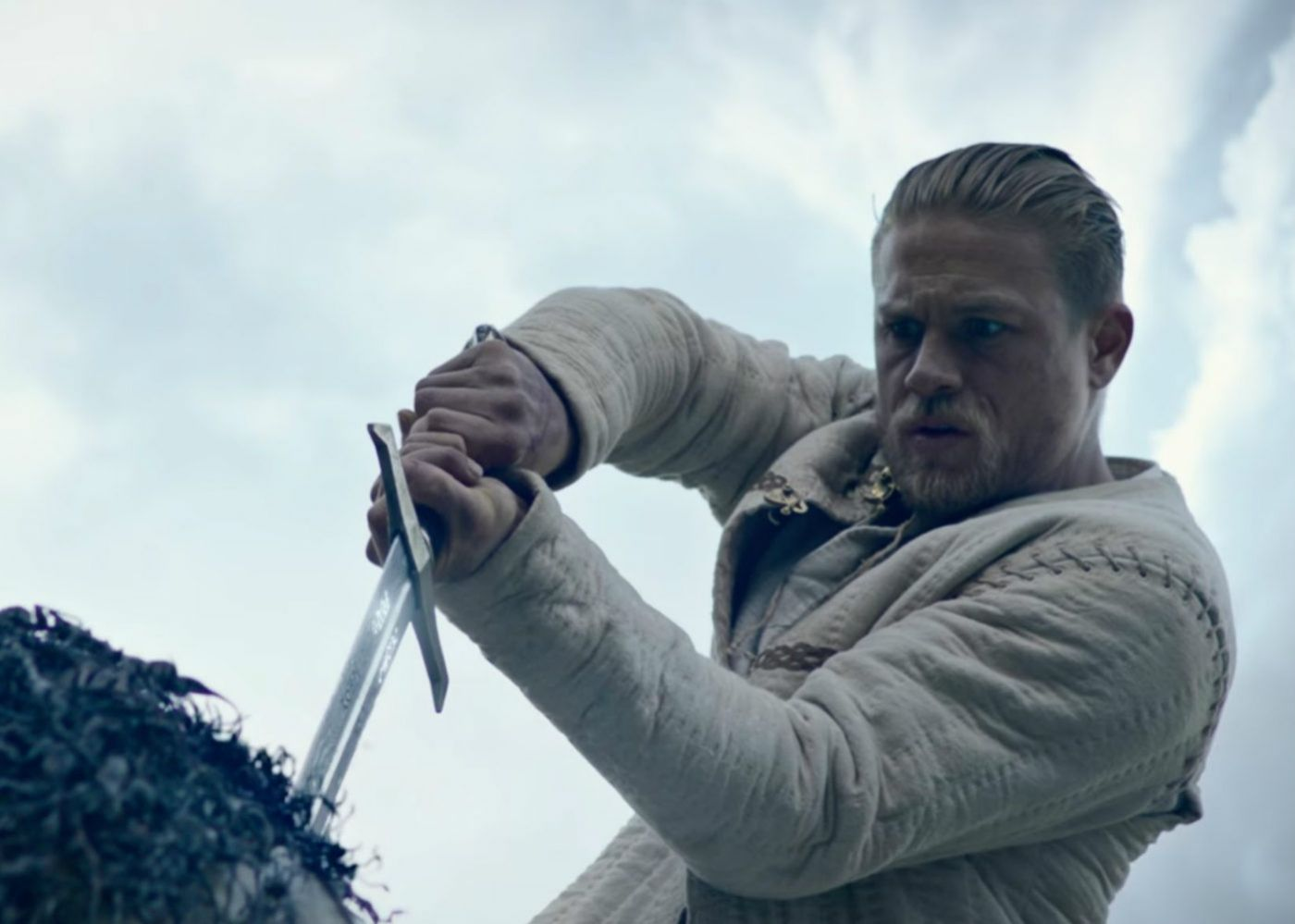 Review: King Arthur: Legend of the Sword is Essentially Robin Hood: Prince of Geez