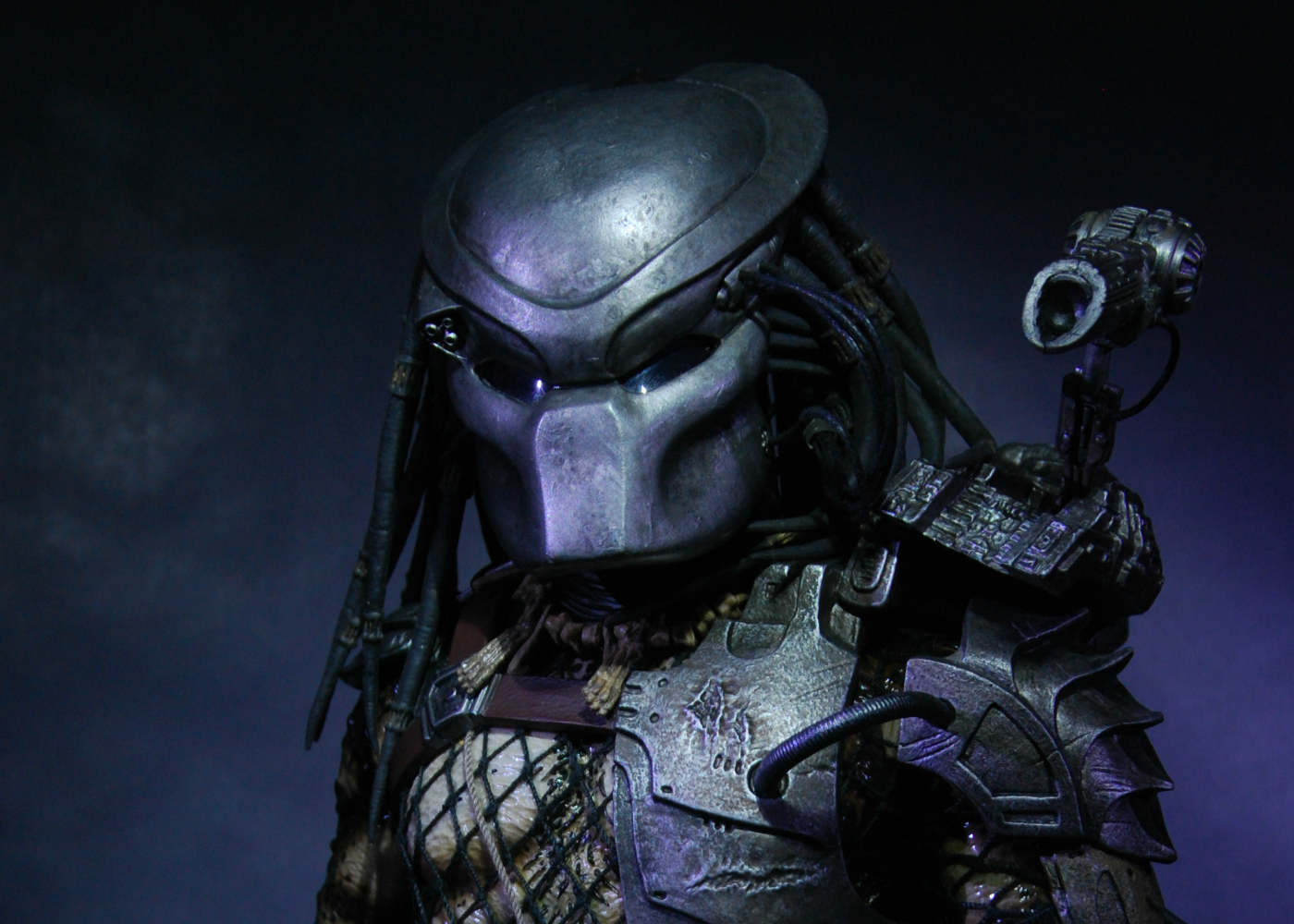 New Image from The Predator Suggests a Human-Hunter Alliance