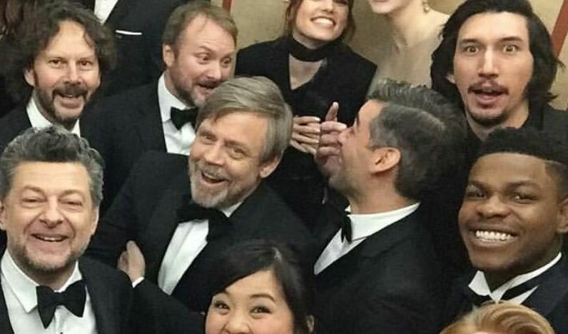 Star Wars: Mark Hamill Shares Fun Photo of The Last Jedi Cast at Premiere