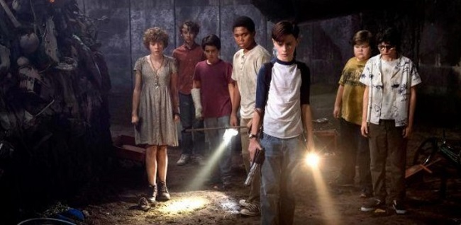 IT: Chapter Two's Adult Losers Club Gather in Official Photo