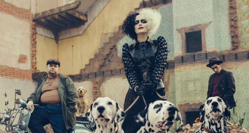 New Images of Emma Stone from the Set of Cruella