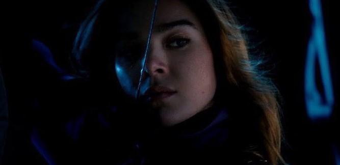 Hailee Steinfeld Shares Hawkeye Set Photo